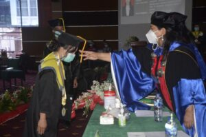 Sidang Terbuka Senat Politeknik Negeri Manado Tahun 2021. Program Serjana Terapan Teknik Informatika Dan Diploma III Manajemen Pemasaran Tahun Akademik 2019/2020